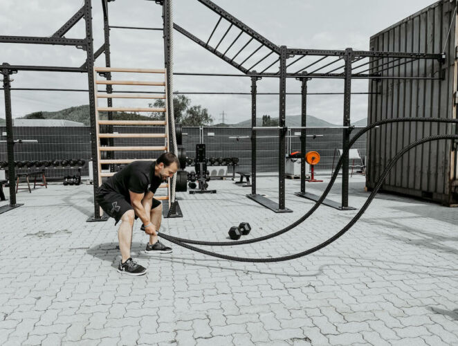 outdoor-gym-battle-rope