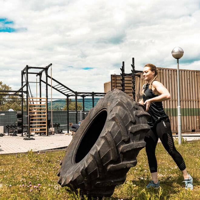 outdoor-gym-graz-tire-flips